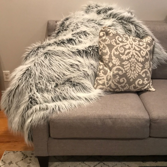 Other Threshold Faux Fur Throw Blanket White Poshmark Simple Threshold White Faux Fur Throw Blanket